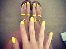 yellow-nails-and-sandals